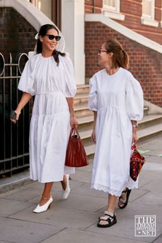 Apr 2020 - See the best street style and lastest fashion trends spotted at London Fashion Week Spring/Summer Cool Street Fashion, Love Fashion, Fashion Outfits, Street Style Summer, Street Style Women, 2020 Fashion Trends, Lula Roe Outfits, London Fashion, Diy Design