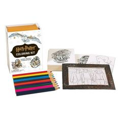 Bring Harry Potter's world to vibrant life with this collectible coloring kit. The kit includes 30 illustrated cards with detailed designs to complete, 10 colored pencils, and 2 distinct magnetic frames to display your art. Harry Potter Colors, Harry Potter Gifts, Harry Potter World, Harry Potter Ilustraciones, Adult Coloring, Coloring Books, Colouring, Harry Potter Coloring Book, Color Kit