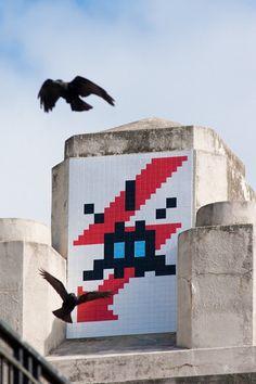 INVADER http://www.widewalls.ch/artist/space-invader/ #streetart #urbanart…