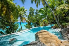 To recharge your batteries, soaking up the sun with your feet in the sand, there is no better place than the Seychelles. This little Eden, caressed by the turquoise waters of the Indian Ocean, is a collection of islands paradise and home to places to stay of pure luxury. These are our five favorite hotels for a trip to the archipelago.