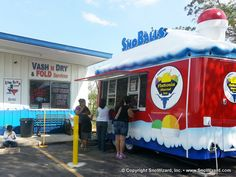 SnoWizard, Inc. Since the Original New Orleans SnoBall! Flavor concentrates, supplies and equipment for making shaved ice, SnoBalls, and snow cones. Concession Trailer, Food Trailer, Ice Car, Sno Cones, Food Vans, Milkshake Recipes, Vash, Truck Design, Family Business