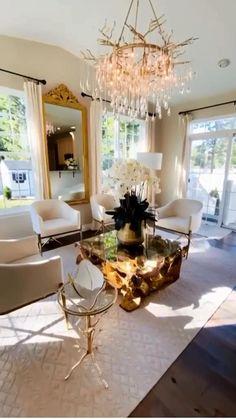 Glam Living Room, Decor Home Living Room, Living Room Designs, Home Decor, Luxury Bedroom Design, Home Interior Design, Bedroom Decor On A Budget, Living Room Decor Inspiration, Luxury Dining Room