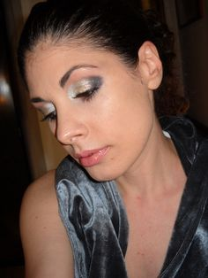 http://missvanemakeup.blogspot.it/2017/04/disco-make-up.html