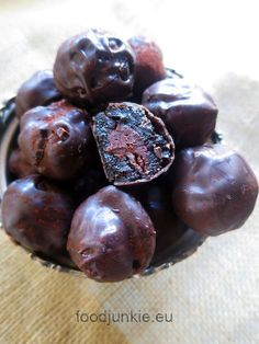 κολασμενα νηστισιμα σοκολατακια με δαμασκηνα