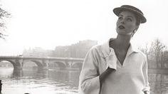 Louise Dahl-Wolfe , Suzy Parker en el Sena, traje de Balenciaga. París, Francia, 1953