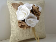 Burlap ring pillow with felt flowers Burlap Crafts, Felt Crafts, Fabric Crafts, Cute Cushions, Diy Pillows, Burlap Fabric, Felt Fabric, Felt Flowers, Fabric Flowers