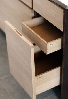 Tingbo kitchen dovetail corners on kitchen drawers, sleek cabinets, pretty Kitchen Drawers, Kitchen Storage, Kitchen Cabinets, Drawer Storage, Drawer Handles, Plywood Furniture, Furniture Design, Chair Design, Modern Furniture