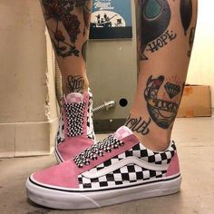 Discover recipes, home ideas, style inspiration and other ideas to try. Cute Sneakers, Vans Sneakers, Vans Shoes Fashion, Custom Vans Shoes, Cute Vans, Tenis Vans, Lit Shoes, Aesthetic Shoes, Streetwear