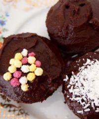 Recept Vegan Tripple Chocolate Cupcakes by de Groene Meisjes