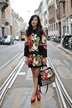 what-do-i-wear: Nicole Warne, Milan Fashion Week (image: trendycrew) Knit Fashion, Fashion Photo, Women's Fashion, Nicole Warne, Floral Sweater, Street Style Blog, Sweater Outfits, Sweater Jacket, Spring Fashion