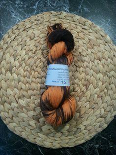 Handgefärbte Sockenwolle, LL ca. 420m, 100g, orange-schwarz in Möbel & Wohnen, Hobby & Künstlerbedarf, Garne & Strickwolle | eBay