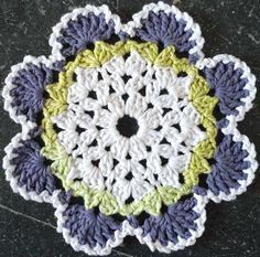 Crochet Patterns Dishcloth Southwestern Crochet Dishcloth By Patricia Hall - Free Crochet Pattern - See www. Crochet Squares, Crochet Motif, Crochet Flowers, Crochet Stitches, Knit Crochet, Crochet Patterns, Crochet Designs, Crochet Doilies, Crochet Home