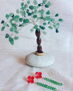 Orecchini, con fiore smaltato e filo pendente di cristalli. Anche l'alberello è una mia creazione.