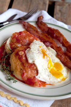 An old southern recipe for Tomato Gravy. Delicious served over hot buttermilk biscuits and topped with an over-easy egg. From Lana Stuart Veggie Recipes, Great Recipes, Cooking Recipes, Healthy Recipes, Favorite Recipes, Cajun Cooking, Cajun Food, Fried Chicken Recipes, What's Cooking