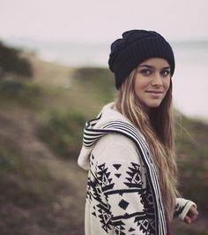 In fall clothing beanie outfit, slouchy beanie, girl beanie, winter looks, Fashion Moda, Look Fashion, Womens Fashion, Surf Fashion, Surfer Girl Fashion, Swimwear Fashion, Fashion Trends, 90s Fashion, Runway Fashion
