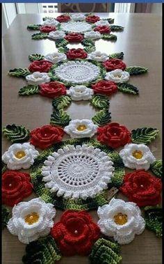 Crochet Table Runner Pattern, Free Crochet Doily Patterns, Christmas Crochet Patterns, Crochet Motif, Crochet Designs, Crochet Doilies, Crochet Flowers, Crochet Home, Irish Crochet