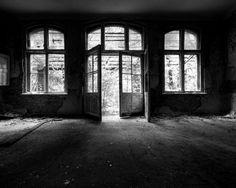 Fondo de casa antigua en blanco y negro
