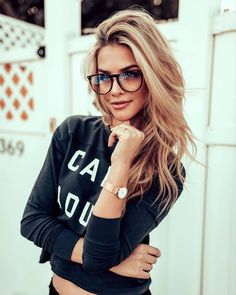 50 Amazing Shoulder Length Hairstyles for 2019 - Ciecie - Brille Cute Glasses, Girls With Glasses, Blonde With Glasses, Glasses For Round Faces, Glasses Style, Glasses Trends, Lunette Style, New Hair Trends, Marina Laswick
