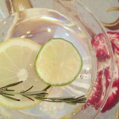 A melhor maneira de desintoxicar o corpo, hidratar a pele,...