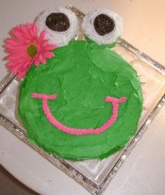 hey @Amber Harris how's this for a froggy cake? I'll bet I could make it look a little better, but the simplicity of it is so cool!