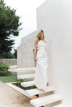 Simple, White, Modern Halston Heritage Dress. #weddingdress