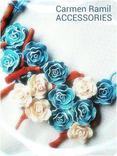 Collar de Carmen Ramil con flores y coral bambú
