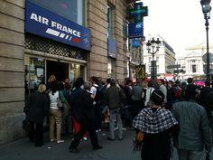 Air France mob scene by David Lebovitz, via Flickr