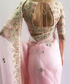 Check out the latest of blouse design images. This gallery will give you a better idea on which blouse design for your next saree purchase. Latest Elegant Sari Click above VISIT link to find out Blouse Back Neck Designs, Fancy Blouse Designs, Bridal Blouse Designs, Indian Blouse Designs, Choli Designs, Choli Back Design, Moda India, Sari Bluse, Indie Mode