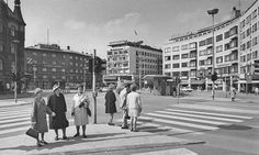 Triangeln i Malmö, årtal omdiskuterat. Efter 1967 åtminstone,  högertrafik på fotot... Old Photos, Sweden, Street View, History, Old Pictures, Historia, Vintage Photos