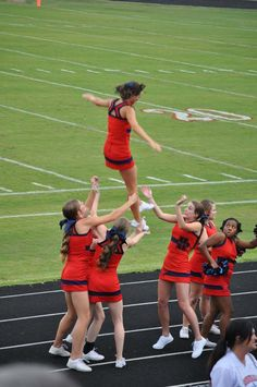 Lol, I feel sorry for all of those girls! (Dump A Day Funny Pictures Of The Day - 66 Pics) Funny Cheerleader, Cheerleading Fails, Dump A Day, Funny As Hell, Karen, Twisted Humor, Adult Humor, Laughing So Hard, Super Funny