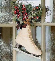 Cute door decoration for all winter long! Looks pretty easy to make too...now to just find an old vintage skate!