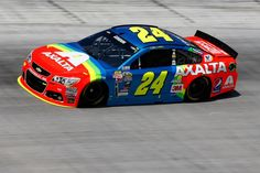 Jeff Gordon Photos - Jeff Gordon, driver of the Axalta Chevrolet, practices for the NASCAR Sprint Cup Series Irwin Tools Night Race at Bristol Motor Speedway on August 2015 in Bristol, Tennessee. Nascar Sprint Cup, Nascar Racing, Auto Racing, Nascar Live, Jeff Gordon Nascar, Nascar Champions, Clint Bowyer, Bristol Motor Speedway, Running