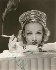 Regilla ⚜ M. Dietrich, circa 1940
