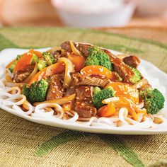 Beef and Broccoli Stir-Fry - 5 ingredients 15 minutes Asian Recipes, Beef Recipes, Cooking Recipes, Healthy Recipes, Ethnic Recipes, Confort Food, Clean Eating, Healthy Eating, Easy One Pot Meals