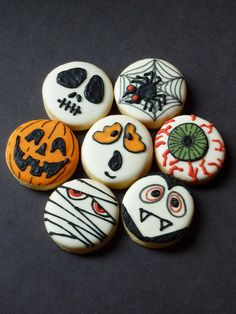 Halloween cookies. Would look great on chocolate covered Oreos.