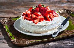 Τούρτα φράουλα από την Αργυρώ Μπαρμπαρίγου | Είναι τόσο φραουλένια, τόσο αέρινη και τόσο εύκολη που δεν θα το πιστεύετε Δοκιμάστε την οπωσδήποτε!