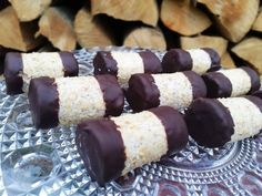 Orechový koláčik a kávovou plnkou. Small Desserts, Czech Recipes, Desert Recipes, Baked Goods, Sweet Tooth, Deserts, Food And Drink, Meals, Cookies