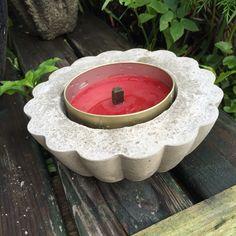 Fakkelholder i sement,laget i en tupperware dessertskål:-)
