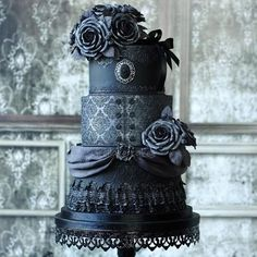 Amazing Victorian Gothic Wedding Cake by Tamara from Sweetlake Cakes! ♥ ♥ ♥ #yum #gothiccake #weddingcake #cakeartist #talent