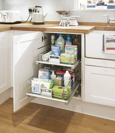 Pull out drawers make kitchen storage simple and tidy. These look great in the Greenwich Shaker kitchen in white. Take a look at Howdens.