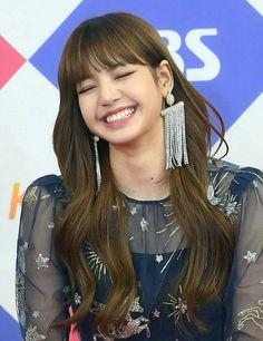 Lisa is soo cute!!!