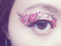 Temporary eye tattoos in different styles. Be the eye catcher at the next party. Easy to remove darumbinichblank.de
