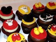 more mickey cupcakes via @cravingsalishascupcakes