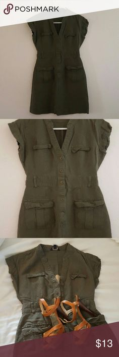 Army Green Dress Size 2 but fits like a 0. Has belt loops, so can be worn with a belt. Has 2 front pockets. Measurements provided upon request. * The shoes are not for sale. Banana Republic Dresses Mini