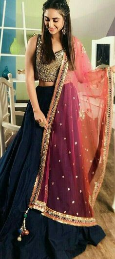 Get yourself dressed up with the latest lehenga designs online. Explore the collection that HappyShappy have. Select your favourite from the wide range of lehenga designs Pakistani Dresses, Indian Dresses, Indian Outfits, Indian Attire, Indian Wear, Moda Indiana, Hippy Chic, Lehnga Dress, Indian Lehenga