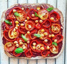 Ételem.hu | SZUPERROPOGÓS GLUTÉNMENTES VEGÁN PIZZA – mindössze 2 hozzávalóból! Vegan Pizza, Ratatouille, Paella, Vegetable Pizza, Vegetables, Ethnic Recipes, Food, Essen, Vegetable Recipes