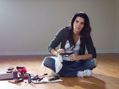 Jane Rizzoli in ripped jeans cleaning her guns. Even her voice is butch.