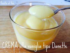 Come fare in casa una deliziosa crema alla vaniglia tipo Danette! Ricetta: http://www.ricettealvolo.it/crema-al-cucchiaio/