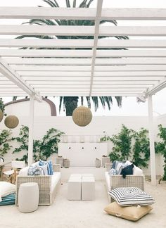 Neutral outdoor space Contemporary Patio and Pergola This contemporary white home and pergola prove that sometimes less is more. Skip the paint and opt for fresh, natural wood to pretty-up your patio space. Adirondack Furniture, Garden Furniture, Furniture Ideas, Wicker Furniture, Furniture Layout, Furniture Makeover, Furniture Design, Outdoor Furniture, Outdoor Rooms