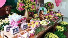 Masha e o urso para Luíza! #festamashaeourso #festamenina #festaamareloerosa #mashaeourso ... Bear Birthday, 3rd Birthday Parties, Birthday Cake, Marsha And The Bear, Baby Party, Party Planning, Diy And Crafts, Table Decorations, Prints